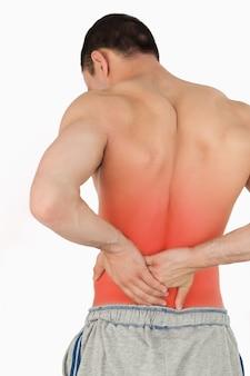 Jeune homme souffrant de maux de dos