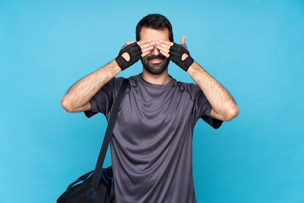 Jeune homme sportif à la barbe