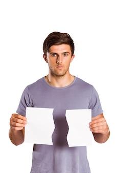 Jeune homme, tenue, déchiré, papier