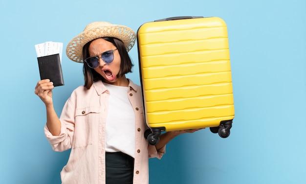 Jeune jolie femme. concept de voyage ou de vacances