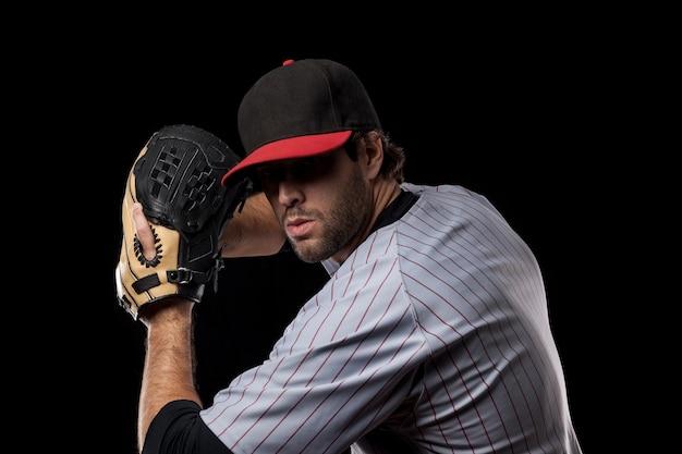 Jeune joueur de baseball avec une casquette noire