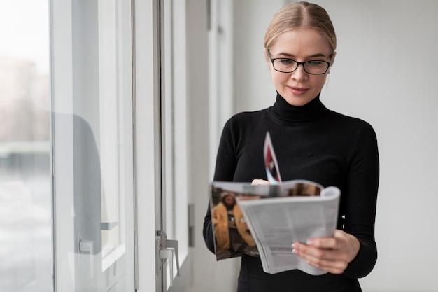 Jeune magazine de lecture féminine