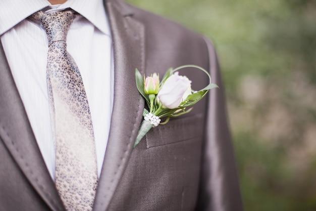 Le jeune marié le jour du mariage