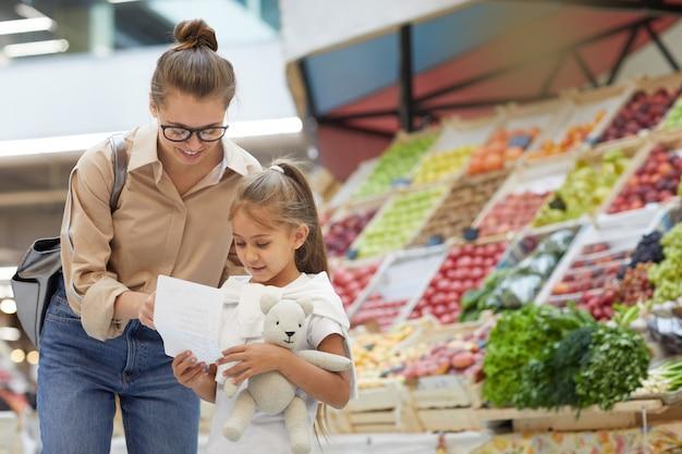 Jeune, mère, achats, marché