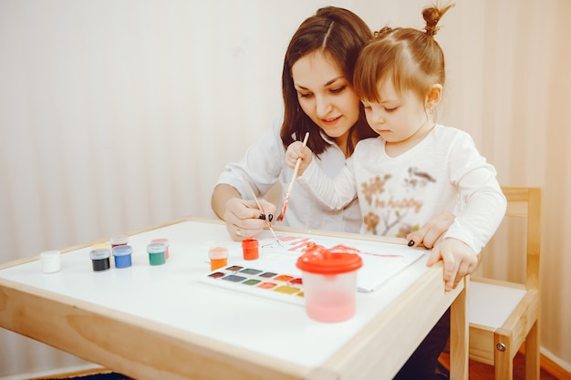 Une jeune mère, avec sa petite fille, peint sur papier