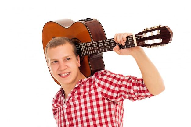 Jeune musicien avec une guitare