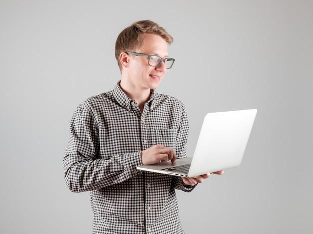 Jeune, ordinateur portable