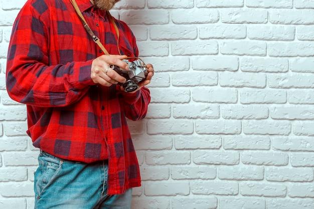 Jeune photographe gaie