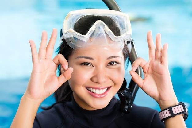 Jeune plongeur indonésien dit ok