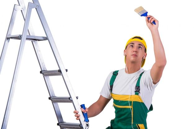 Jeune réparateur peintre d'escalade isolé sur blanc