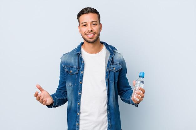 Jeune, sud-asiatique, homme, eau potable