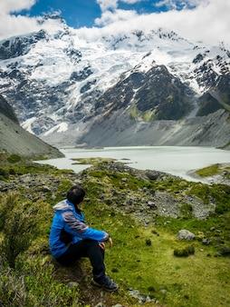 Jeune, trekking, nature, paysage