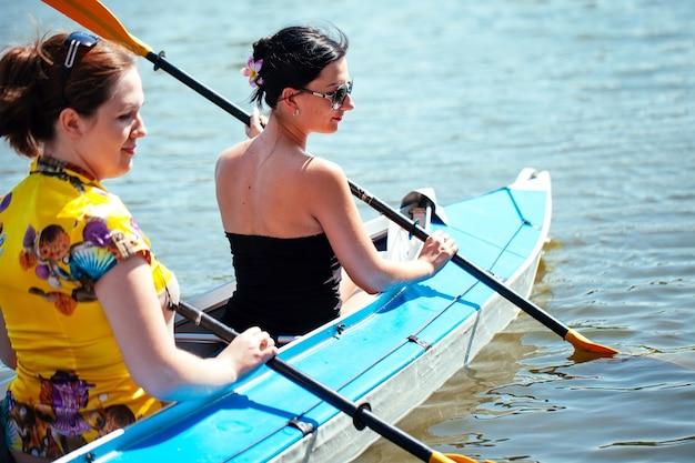 Jeunes en canoë