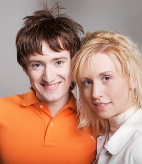 Jeunes avec des coiffures étranges