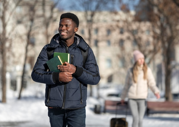Jeunes étudiants à l'étranger