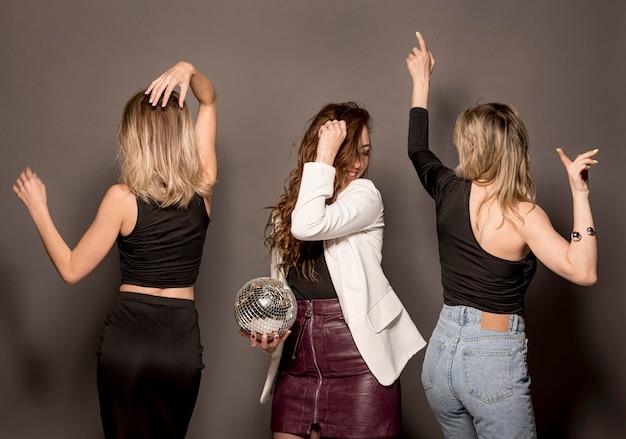 Jeunes femmes, à, fête, amusant