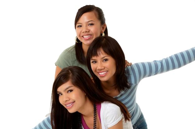 Jeunes femmes souriantes, portrait