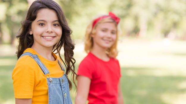 Jeunes filles, dans parc