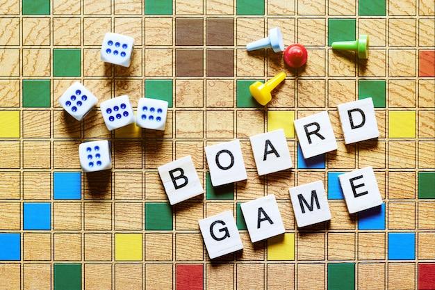 Jeux de société, divertissement à domicile, jeux, toile, cubes, cônes,
