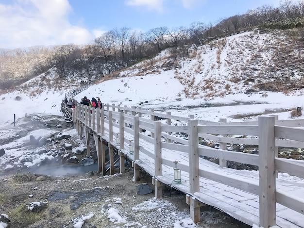 Jigokudani, connu en anglais comme «hell valley» est la source de sources thermales pour de nombreux spas onsen locaux à noboribetsu, hokkaido.