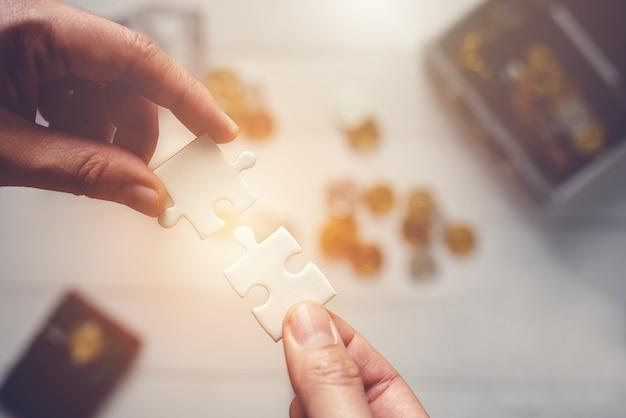 Jigsaw puzzle connect - concept de travail d'équipe de succès de connexion d'affaires