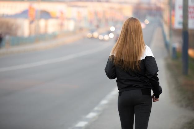 Le jogging du matin sur le pont de la ville