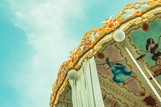 Joie chevaux joyeux vacances carrousel