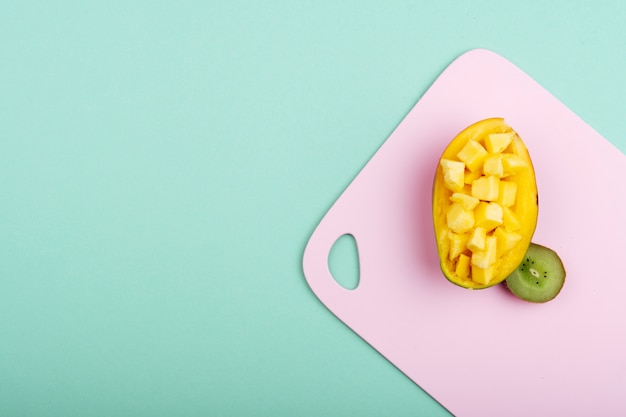 Joli arrangement avec mangue et kiwi