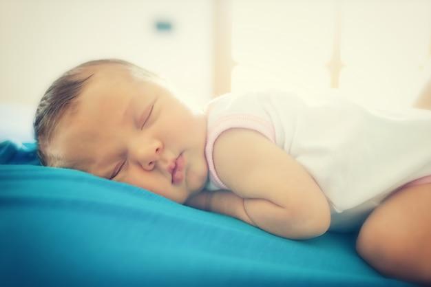 Joli bébé dort