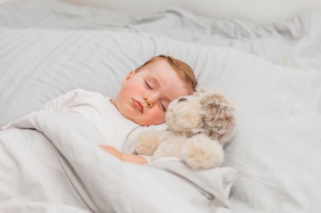 Joli bébé endormi