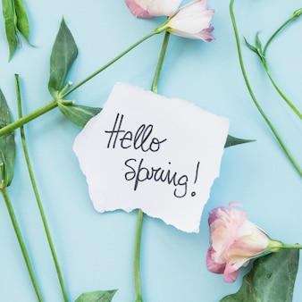 Joli message sur les fleurs fraîches