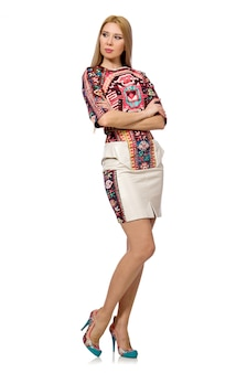 Joli modèle en vêtements avec des impressions de tapis isolé on white