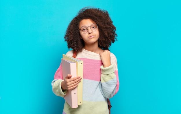 Jolie adolescente afro stressée