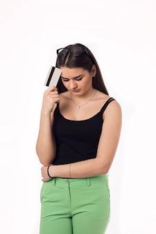 Jolie brune étudiante jeune femme