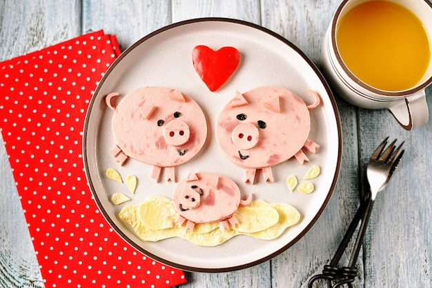 Jolie famille de cochons idée d'art alimentaire pour le petit-déjeuner des enfants.