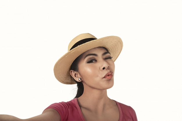 Jolie femme asiatique prendre selfie