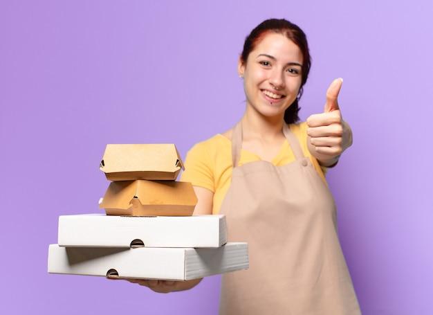 Jolie femme avec des boîtes de restauration rapide à emporter
