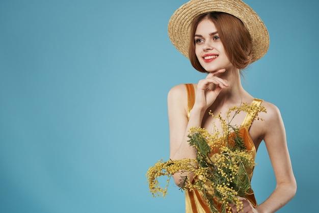 Jolie femme bouquet de fleurs différents mode de vie jour des femmes amusant