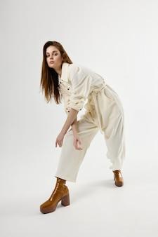Jolie Femme En Costume D'eau Glamour Chaussures Marron Photo Premium