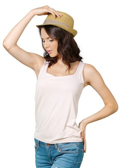 Jolie femme gaie au chapeau