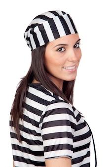 Jolie femme habillée en prisonnier isolé sur fond blanc