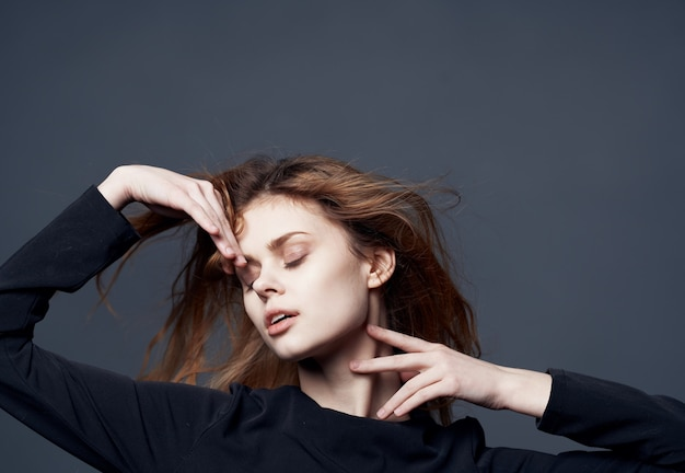 Jolie femme look attrayant mode studio glamour. photo de haute qualité