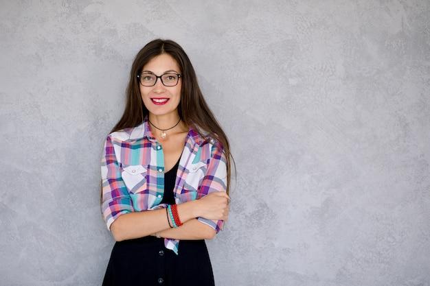 Jolie femme à lunettes