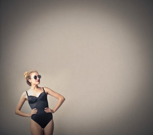 Jolie femme en maillot de bain