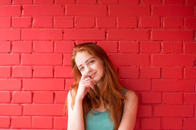 Jolie fille cheveux roux