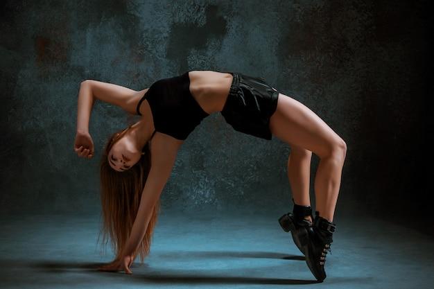 Jolie fille danse twerk