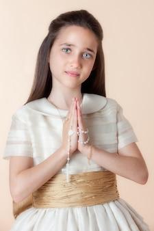Jolie fille le jour de leur communion