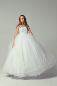 Jolie fille en robe