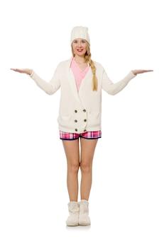Jolie fille souriante en veste rose isolé sur blanc