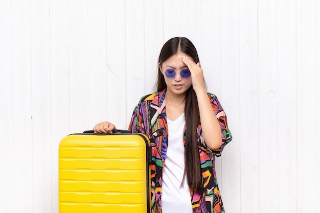 Jolie jeune femme de tourisme chinois